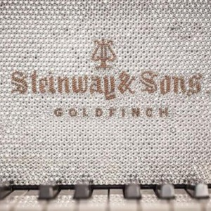 20150413113423_goldfinch-masterpiece-bespoke-piano-2-690x460_620x600