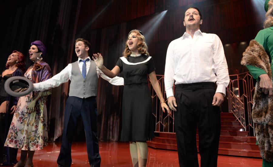 Leonardo Miggiorin, Mariana Rios e Marcelo Serrado são os três protagonistas (Foto: Nair Barros - ClaCrideias)
