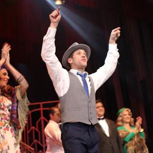 Leonardo Miggiorin atuando como Mariano (Foto: Nair Barros - ClaCrideias)