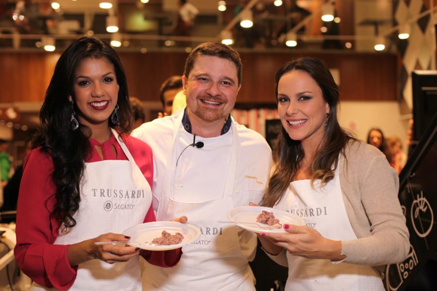 Alessandro Segato com as estrelas da TV Record ( Mariana Matavelli e Juliana Rios ( Foto: ClaCrideias)